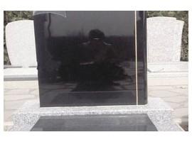 让人心情严肃沉重的易县黑石墓碑