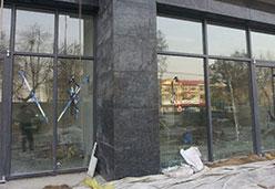 商场外墙休采用蝴蝶兰石板