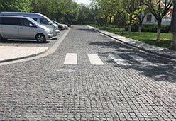 蒙古黑蘑菇石铺设道路