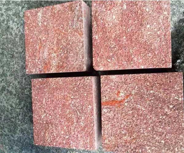 自家室外停车场铺设的福寿红石板2