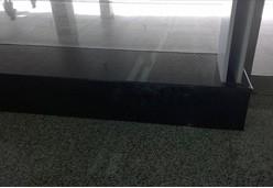落地窗底下山西黑台面装饰