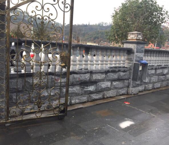章丘黑蘑菇石围墙