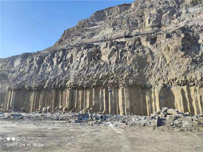 蒙古黑矿产
